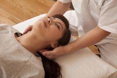 美容鍼灸B(頚椎調整・LED療法)